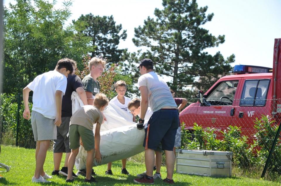 +++ Zeltlager der Feuerwehrjugend +++Zeitgleich zu den Vorbereitungen für das Ferienspiel baute die Feuerwehrjugend das Zelt für das Zeltlager der Feuerwehrjugend auf. Das wird bestimmt ein spannendes Wochenende für die Burschen und Mädchen.